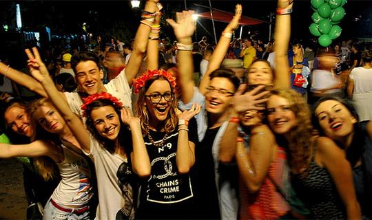 atmosfera-zabava-egzit-exit-festival-mladi-omladina-fanovi-publika-exitfest-org-ivica-ivanovic-jpg_660x330