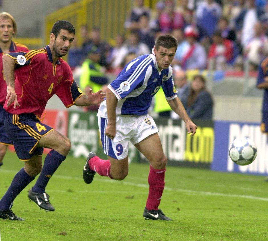 FUDBAL - EURO 2000 - Gvardiola (Josep Guardiola), spanski fudbaler, u duelu sa Savom Milosevicem, Jugoslavija YUG fudbalerom. Briz, 21.06.2000.                               snimio:N.Parausic
